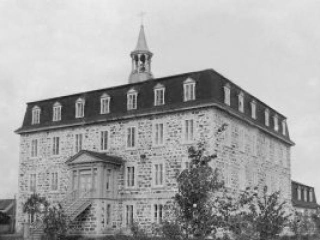 Premier couvent en 1891 - Ville de Saint-Tite