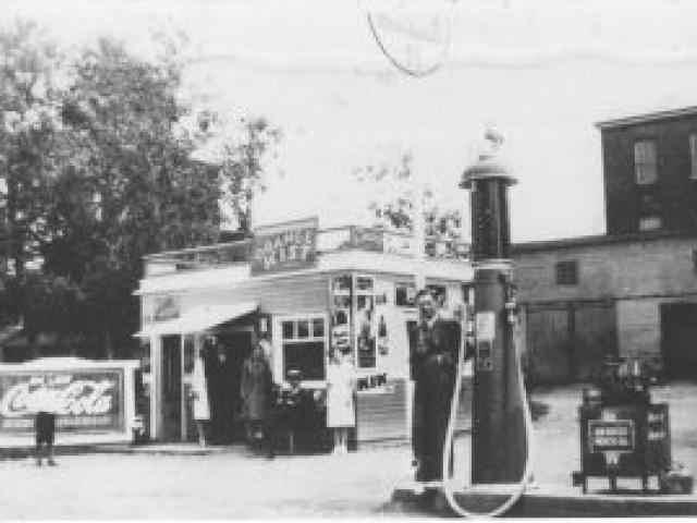 Resto et poste d'essence de Joseph-Édouard Massicotte - Ville de Saint-Tite